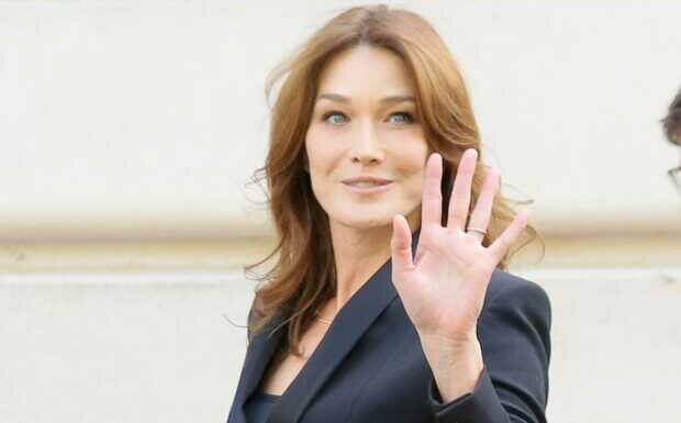 PHOTO – Giulia Sarkozy fait sa rentrée scolaire: Carla Bruni émue