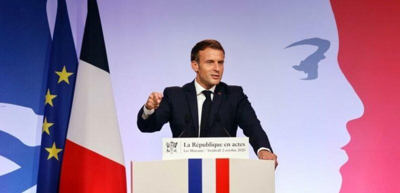 """""""Combien vous gagnez d'argent ?"""" : Emmanuel Macron révèle son salaire lors de sa visite dans une école"""