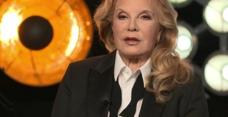 """""""La chanson secrète"""" : Sylvie Vartan jugée méconnaissable par les internautes"""