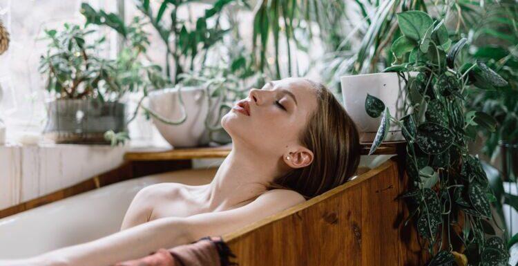 Beauté : quelles huiles essentielles mettre dans son bain ?