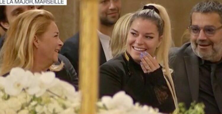 Obsèques de Bernard Tapie : sa fille Sophie prise d'un fou rire dans l'église