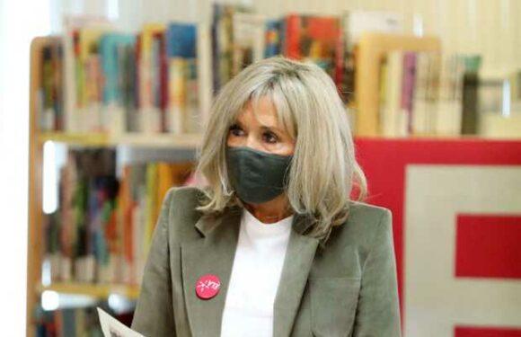 PHOTOS – Brigitte Macron en jean, t-shirt et veste pour la dictée d'Ela